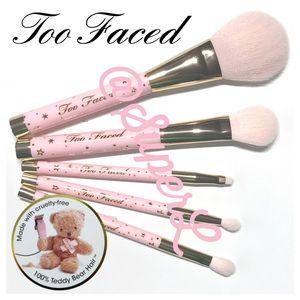 🧸 2/$15 Too Faced Teddy Bear Hair Eyeshadow Brush
